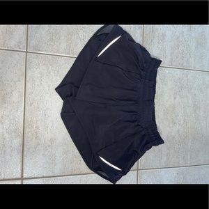 Black lululemon size 4 hotty hot shorts!!